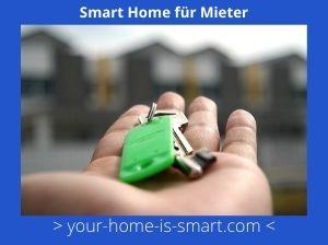 Hand Mit einem Schlüssel zu einer Mietwohnung